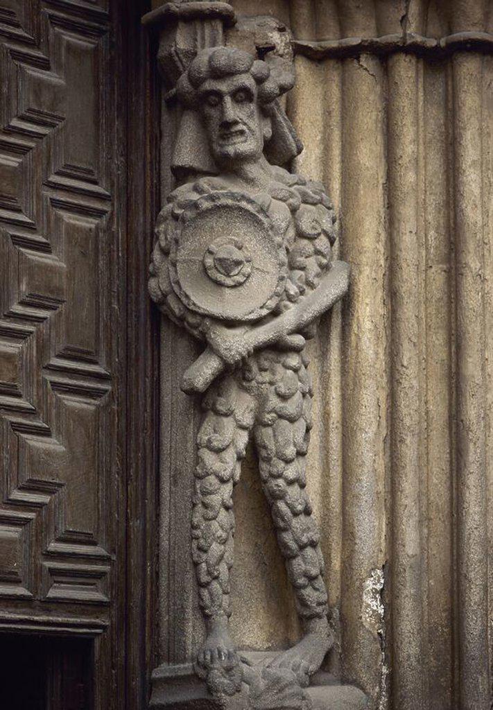 Stock Photo: 4409-72408 ARTE GOTICO. ESPAÑA. CATEDRAL DE AVILA. Aunque se inició hacia 1172, su ejecución se realizó bien entrado el siglo XIV. Representación escultórica de un GUERRERO situada en la fachada del templo. AVILA. Castilla-León.