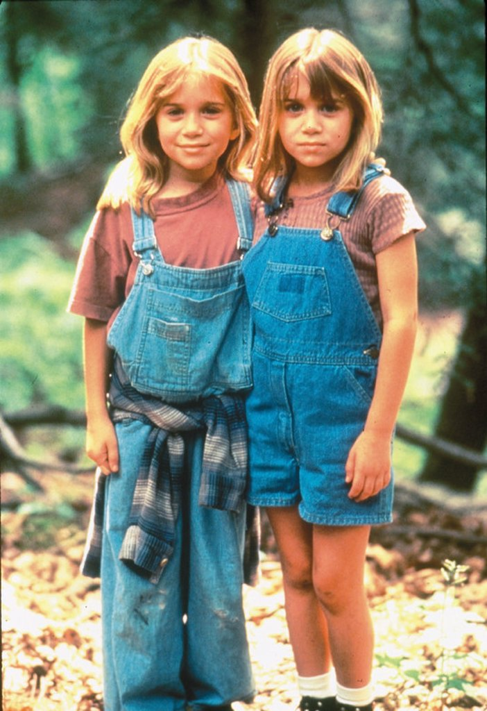 Original Film Title: IT TAKES TWO. English Title: IT TAKES TWO. Film Director: ANDY TENNANT. Year: 1995. Stars: MARY KATE OLSEN; ASHLEY OLSEN. : Stock Photo