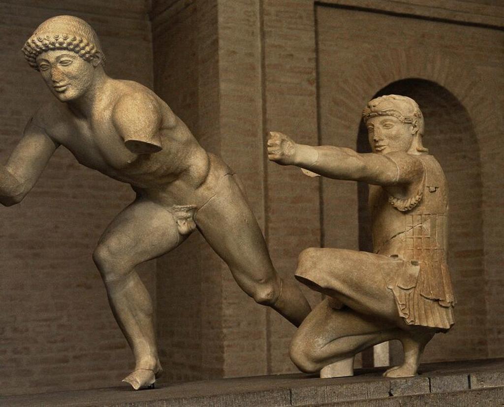 Stock Photo: 4409-97613 ARTE GRIEGO. GRECIA. Grupo escultórico del Frontón Este del templo de Egina. Alrededor de 480 aC. Dos figuras que representan guerreros (griegos) en la Guerra de Troya. El ayudante del guerrero, y el arquero arrodillado, con piel de león, como Heracles / Hercules. Glyptothek. Munich. Alemania. Europa.