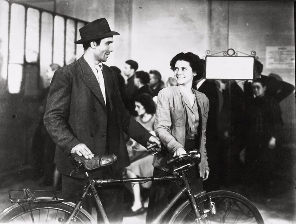 fathers impression on his son in the film bicycle thieves directed by de sica