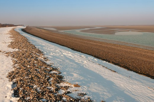 Stock Photo: 4413-191603 The dike of Hourdel snowy in winter Bay of Somme France