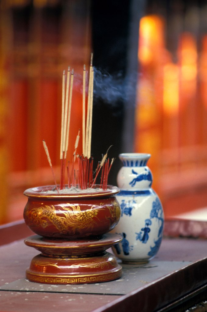 Stock Photo: 4413-205780 Incense burning Vietnam
