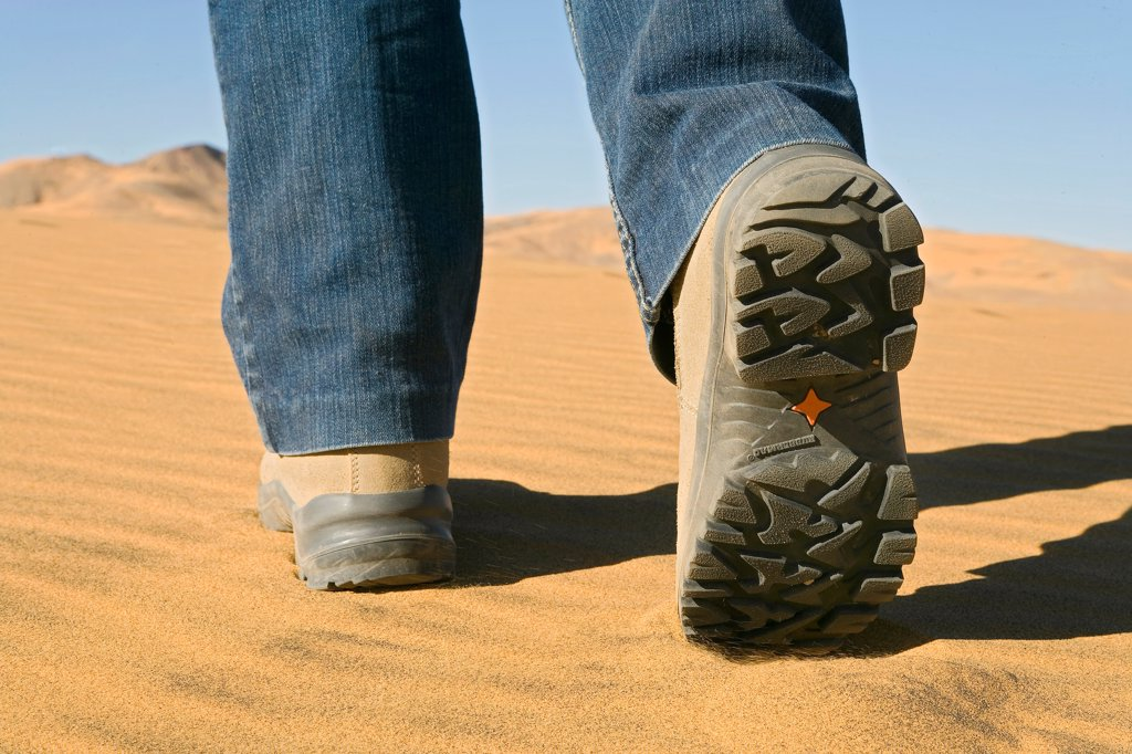 Stock Photo: 4413-5297 Feet going in the sand of the desert Sahara Algeria