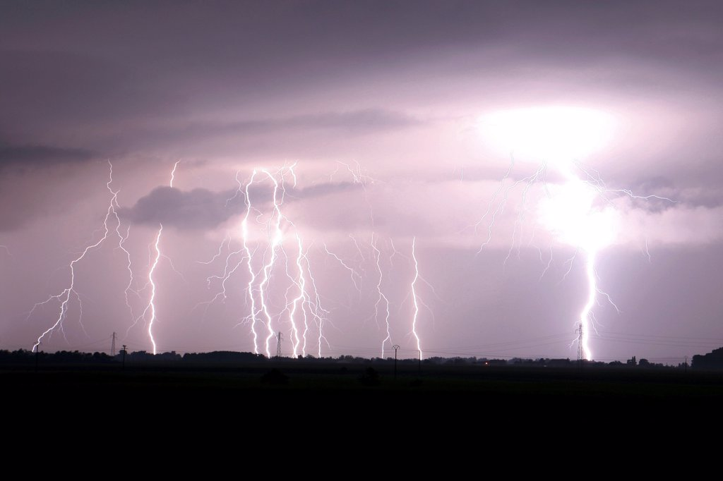Multiple lightning strikes on the Val d'Allier France : Stock Photo