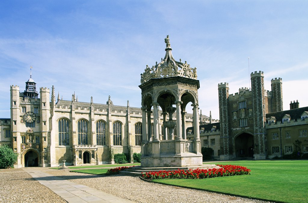 Stock Photo: 442-10071 Fountain at a college, Great Court, Trinity College, Cambridge, England