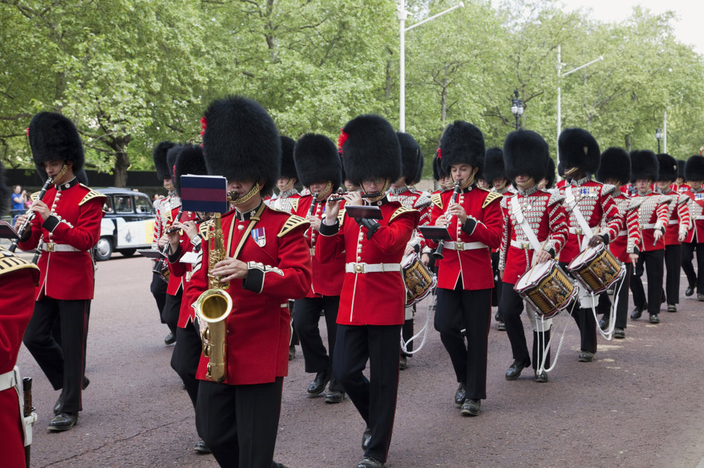 UK, England, London, Changing of the Guard, marching band on street : Stock Photo