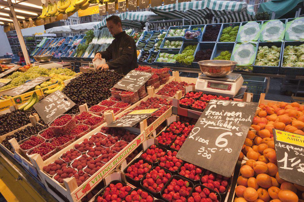 Belgium, Brugge, Market place, fruit and vegetable market : Stock Photo
