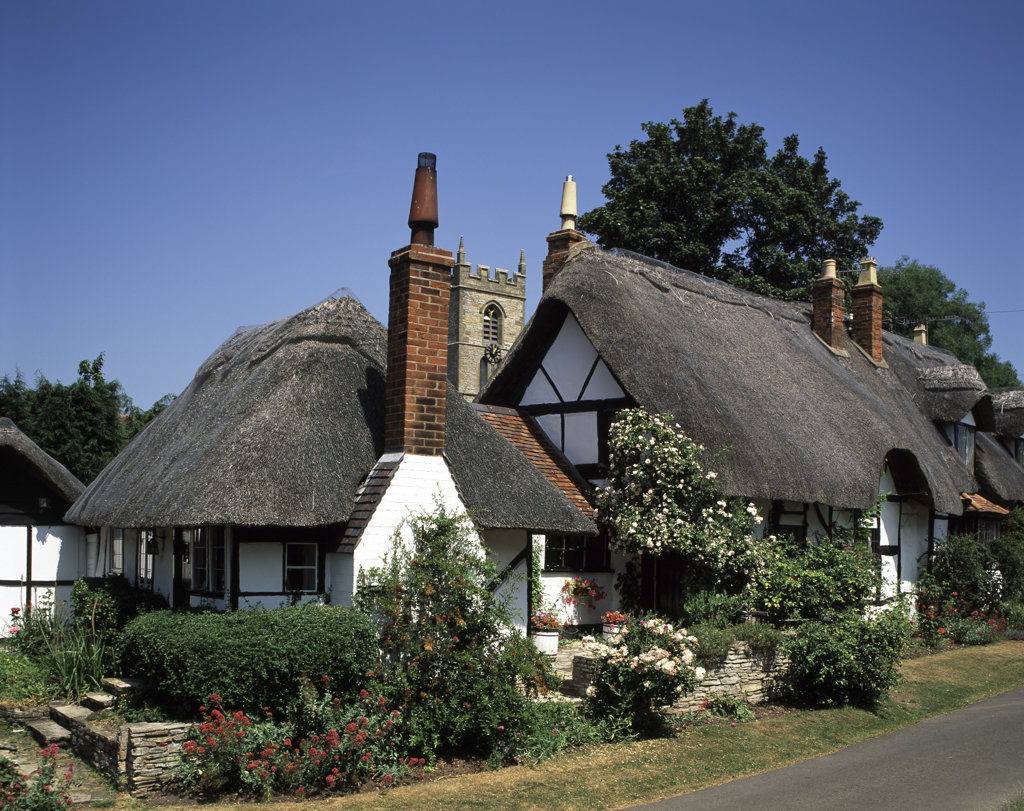 Stock Photo: 442-1780A Thatched roofed cottage along a road, Stratford-upon-Avon, Warwickshire, England