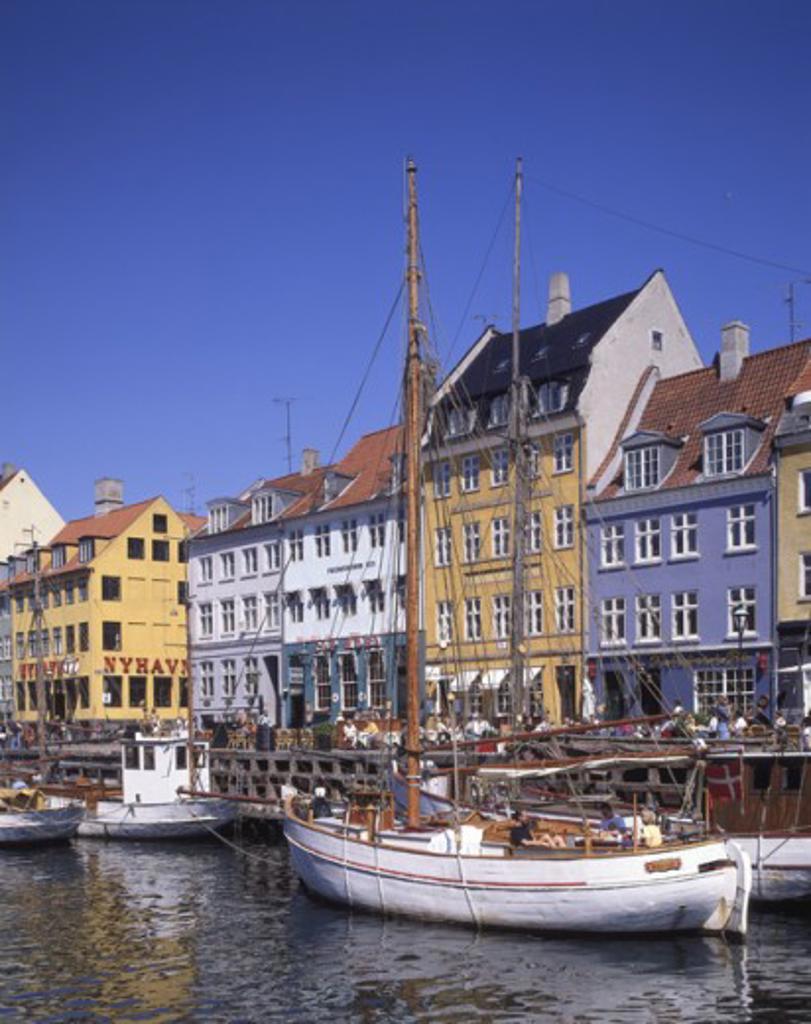 Stock Photo: 442-2744C Townhouses on the waterfront, Nyhavn, Copenhagen, Denmark
