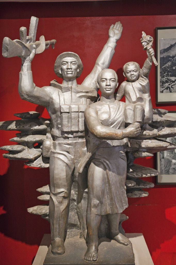 Statues of victorious soldier and family in a museum, Vietnam Military History Museum, Hanoi, Vietnam : Stock Photo