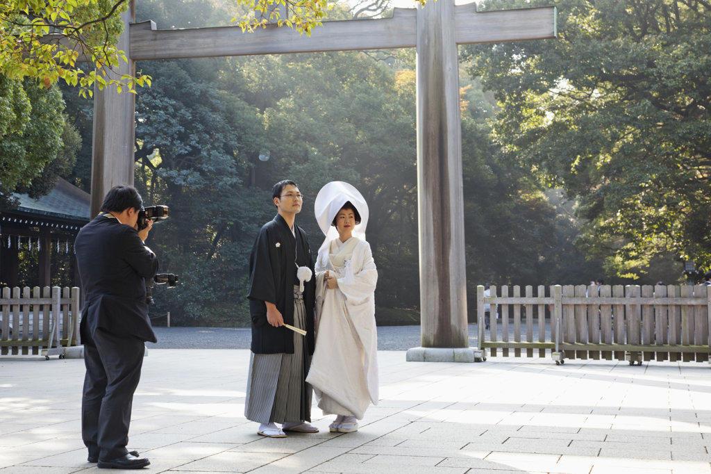 Stock Photo: 442-36550 Photographer taking a picture of a wedding couple at a shrine, Meiji-jingu Shrine, Shibuya Ward, Tokyo, Japan