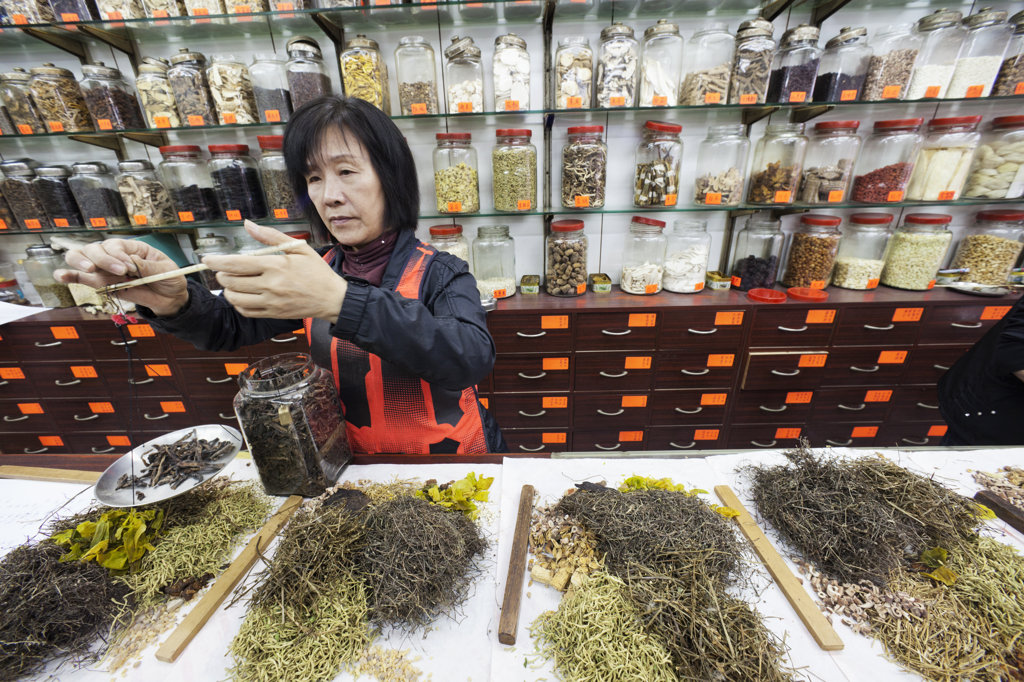 Stock Photo: 442-36709 Pharmacist weighing ingredients for Chinese medicine prescription, Sheung Wan, Hong Kong, China