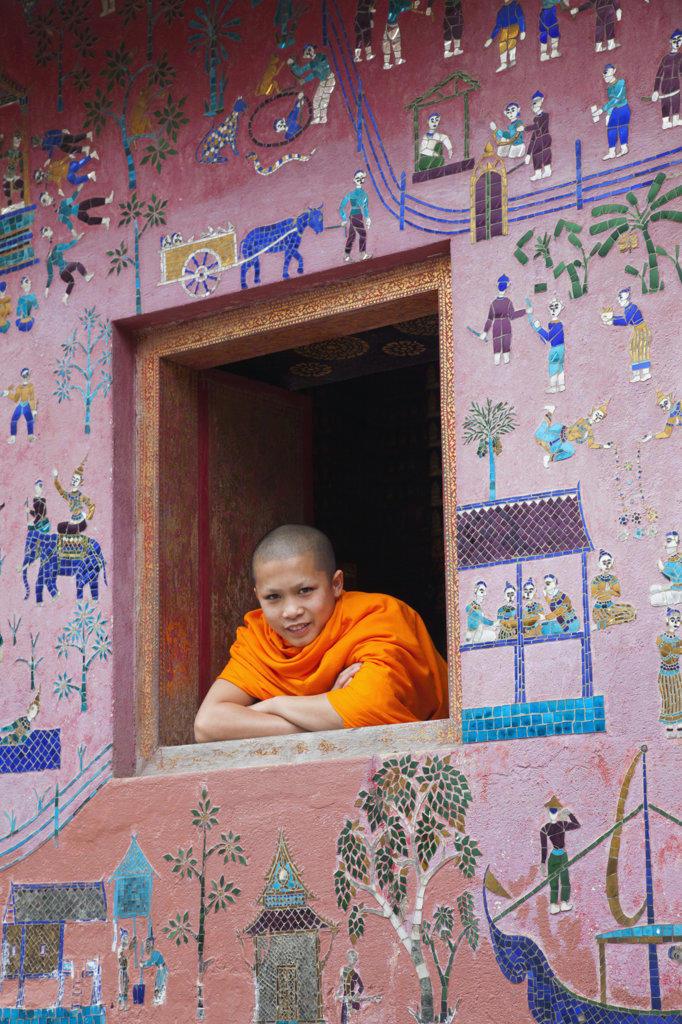 Monk at window of the Reclining Buddha Sanctuary, Wat Xieng Thong, Luang Phabang, Laos : Stock Photo