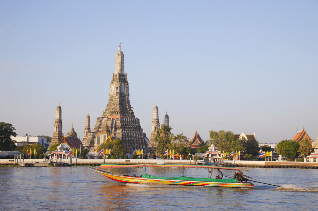 Stock Photo: 442-37021 Wat Arun (Temple of Dawn) and Chao Phraya River, Bangkok, Thailand