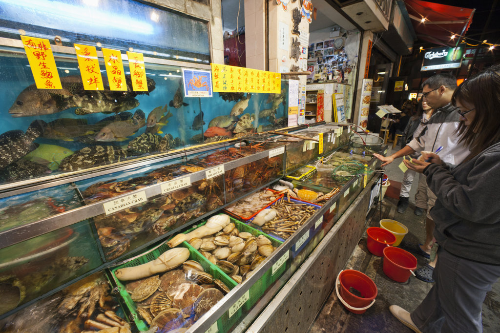 Stock Photo: 442-37351 Seafood restaurant display, Yung Shue Wan, Lamma Island, Hong Kong, China