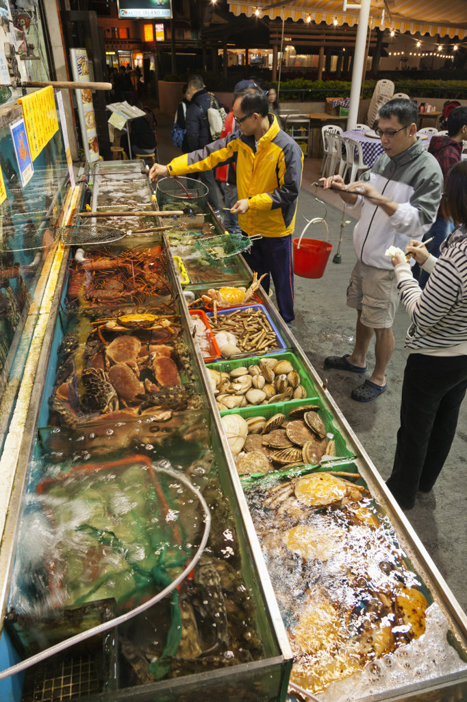 Seafood restaurant display, Yung Shue Wan, Lamma Island, Hong Kong, China : Stock Photo