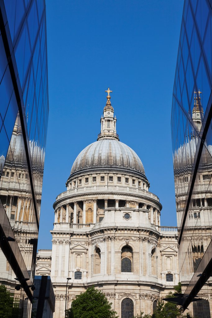 Stock Photo: 442-37924 UK, England, London, St Pauls Cathedral