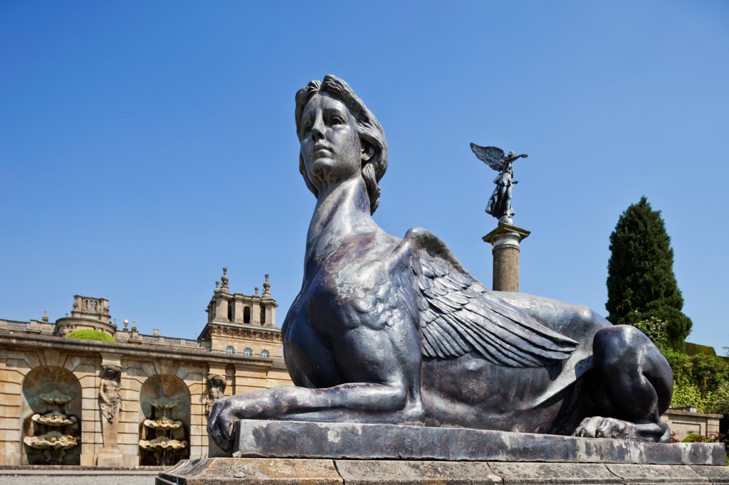 England, Oxfordshire, Woodstock, Blenheim Palace, Statue : Stock Photo