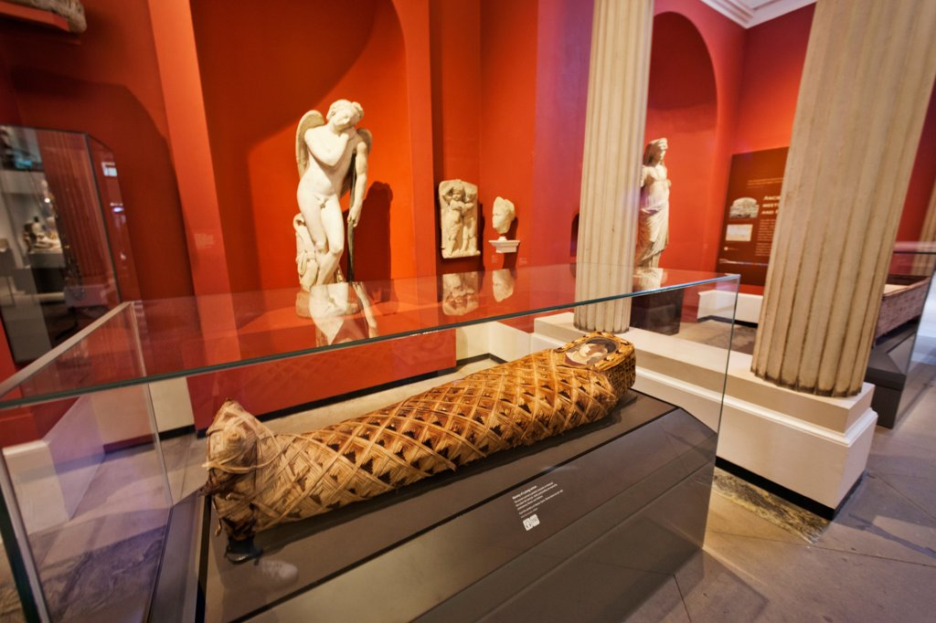 Stock Photo: 442-38148 England, Oxfordshire, Oxford, Ashmolean Museum, Egyptian Mummy Exhibit