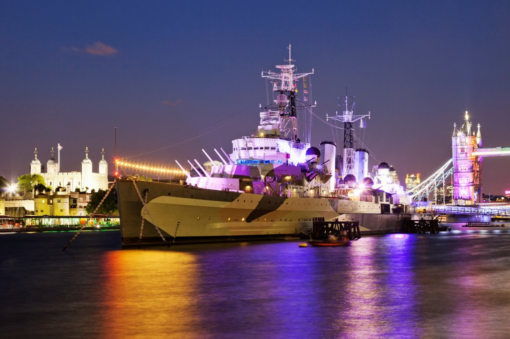 Stock Photo: 442-38218 UK, London, Southwark, Imperial War Museum, HMS Belfast