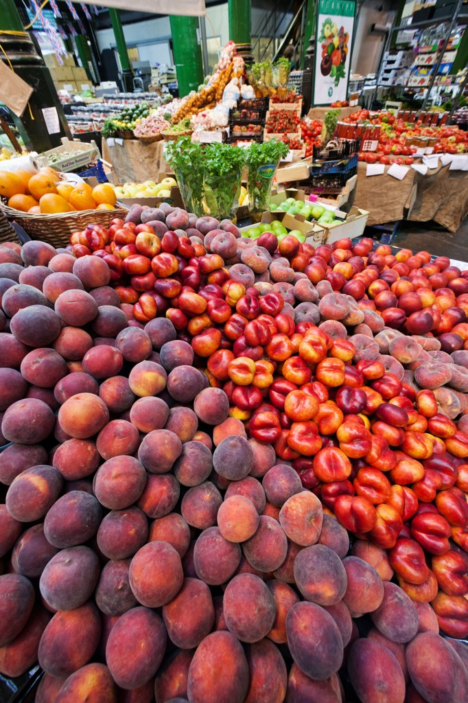 UK, London, Southwark, Borough Market, Display of Peaches and Nectarines : Stock Photo