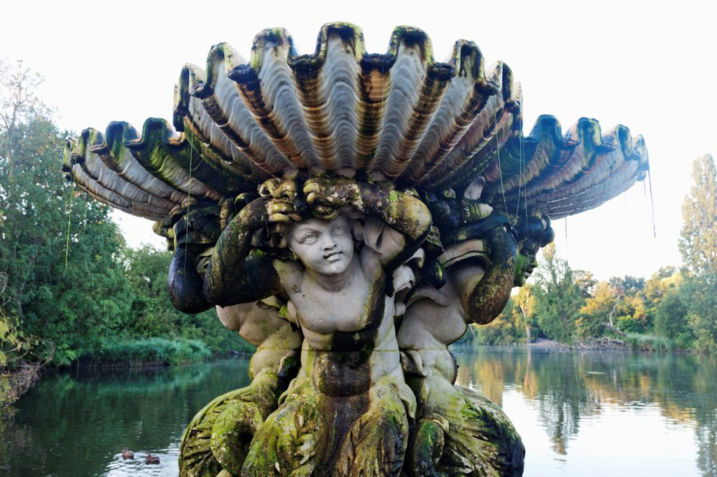 Stock Photo: 442-38289 UK, London, Hyde Park, Kensington Gardens, The Italian Garden, Fountain with sculptures