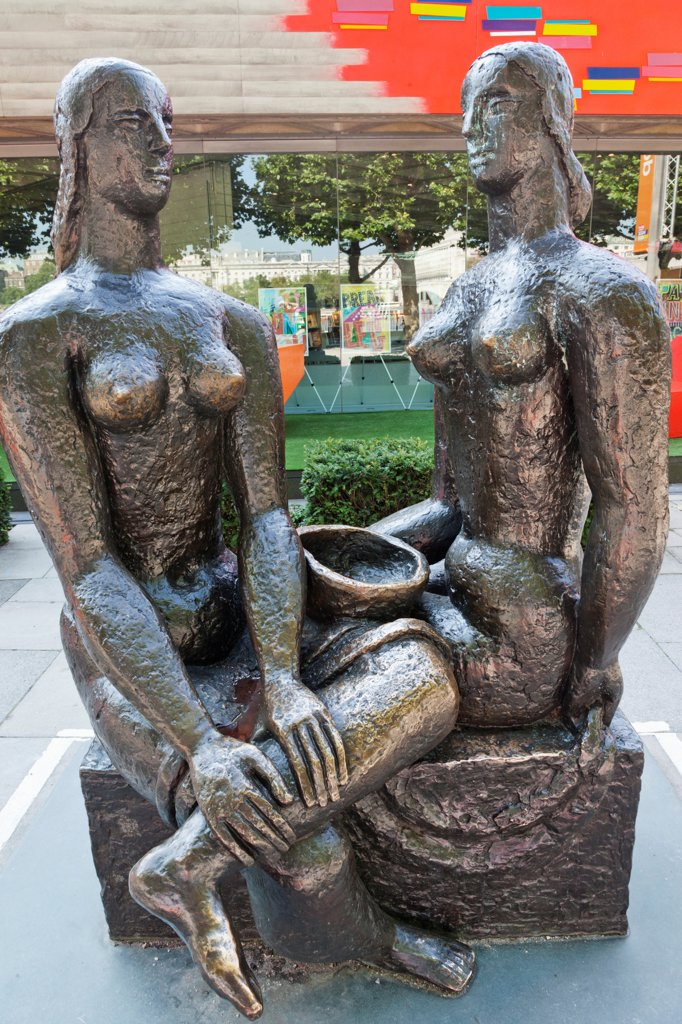 "UK, London, Southwark, South Bank, Southbank Centre, Sculpture titled """"London Pride"""" by Frank Dobson : Stock Photo"