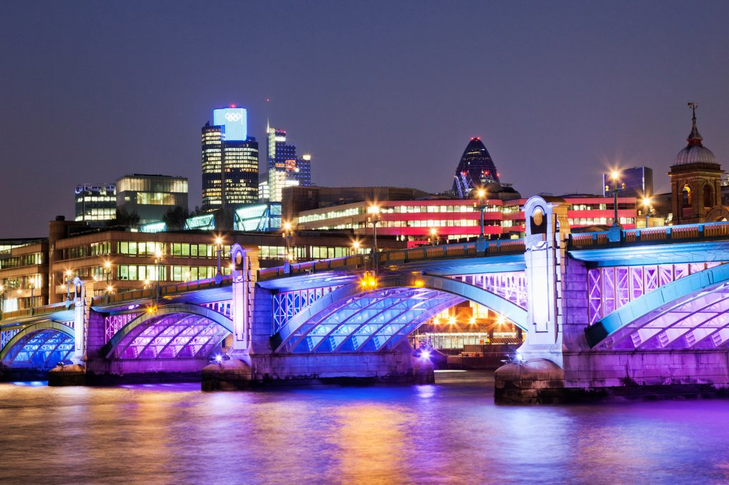 Stock Photo: 442-38323 UK, London, Southwark Bridge