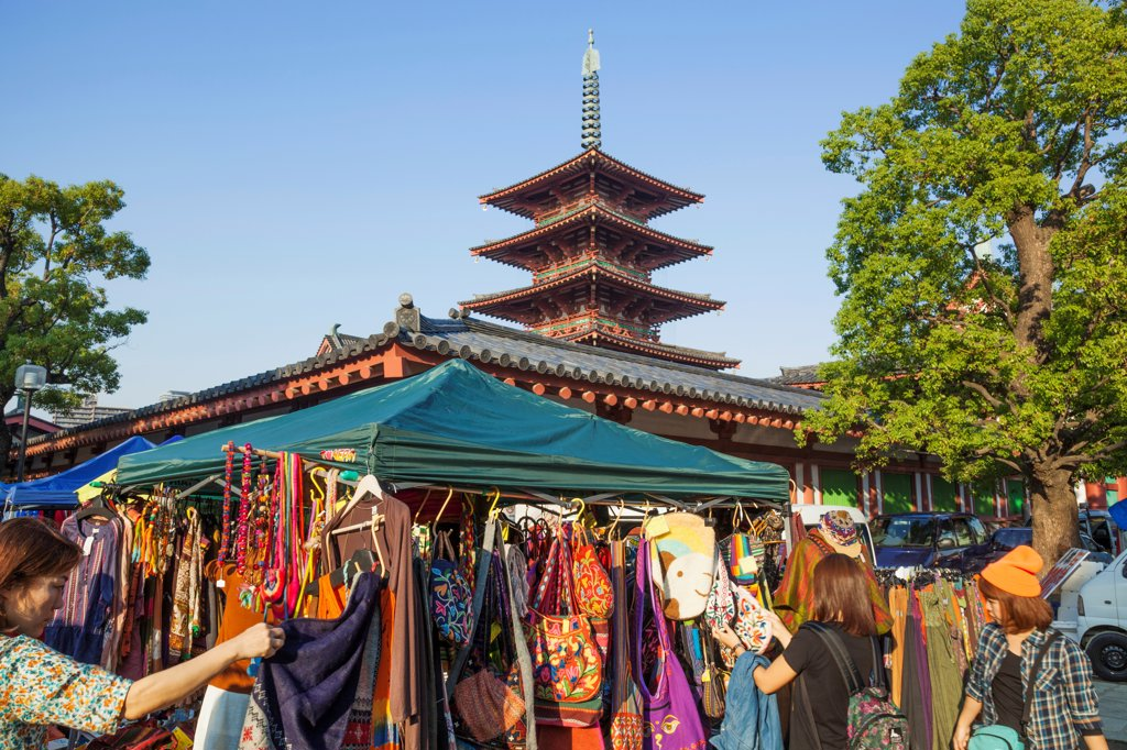 Stock Photo: 442-38794 Japan, Honshu, Kansai, Osaka, Tennoji, Shitennoji Temple, Flea Market
