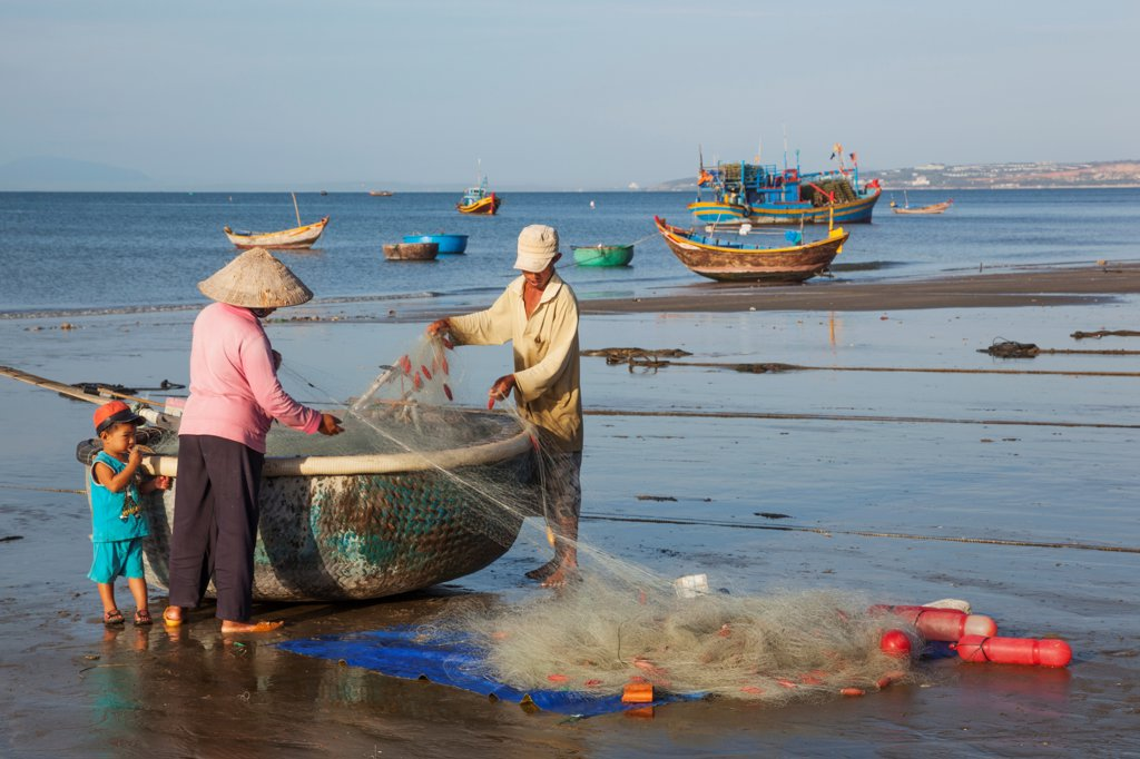 Stock Photo: 442-39023 Vietnam, Mui Ne, Mui Ne Beach, Fishermen with Coracle Fishing Boat