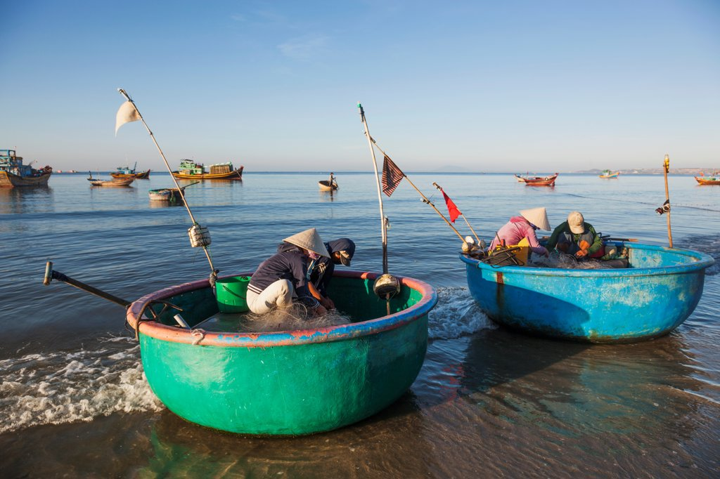Stock Photo: 442-39029 Vietnam, Mui Ne, Mui Ne Beach, Fishermen with Coracle Fishing Boats