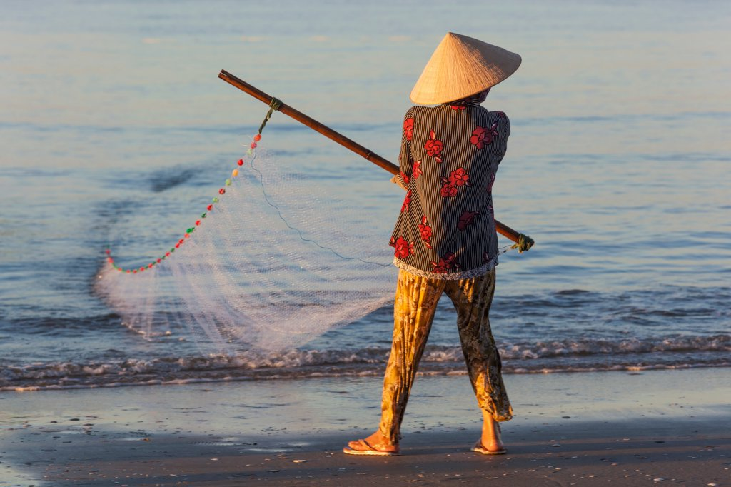 Stock Photo: 442-39043 Vietnam, Mui Ne, Mui Ne Beach, Net Fisherwoman