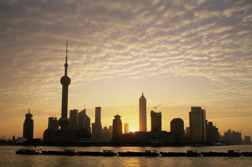 Stock Photo: 442-5582 Silhouette of skyscrapers along the Huangpu River, Shanghai, China