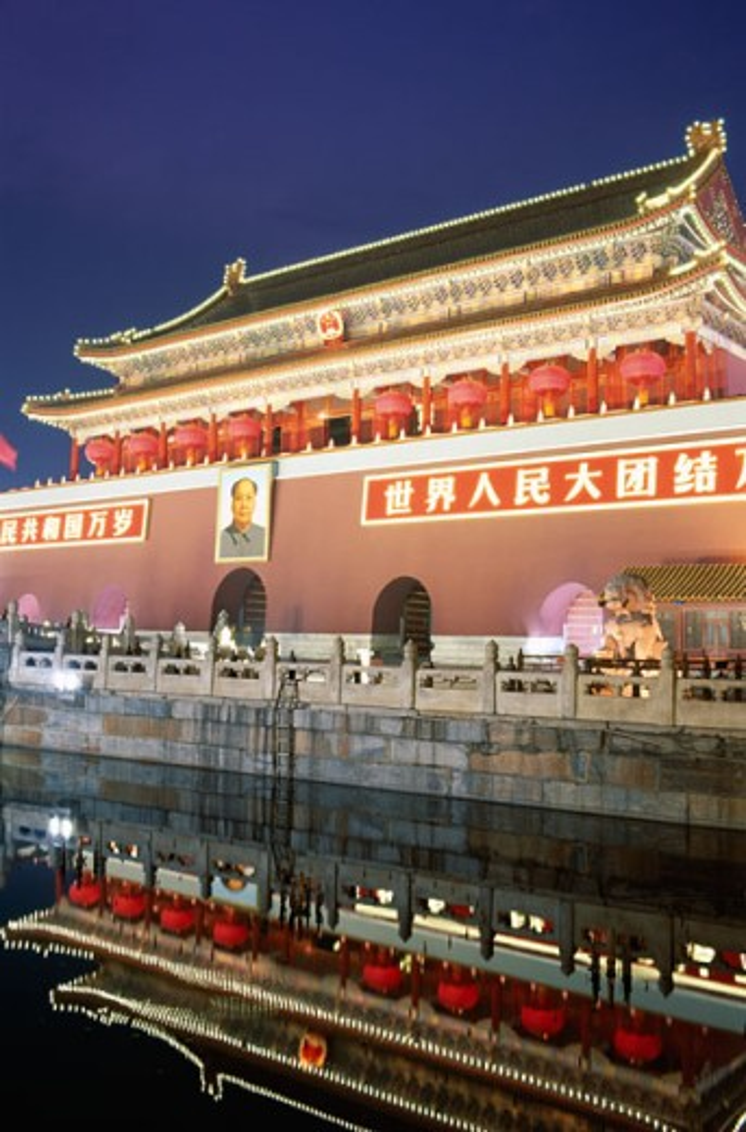 Stock Photo: 442-5886 Tiananmen Gate lit up at night, Tiananmen Square, Beijing, China