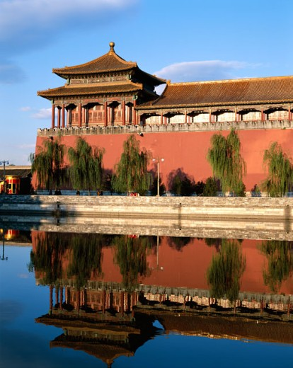 Stock Photo: 442-5893 Reflection of a building in water, Palace Museum, Forbidden City, Beijing, China