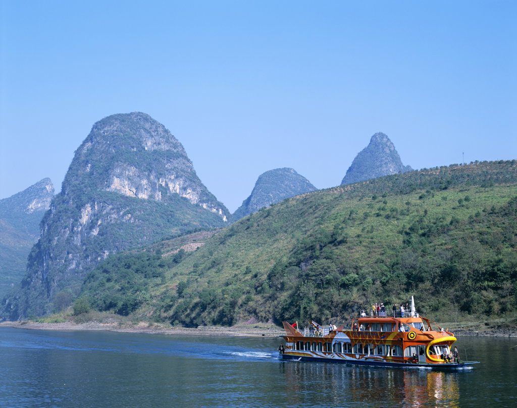 Limestone mountains with a boat in the Li River, Guilin, Yangshou, China : Stock Photo