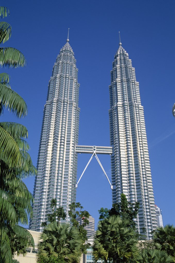 Stock Photo: 442-6854 Low angle view of towers, Petronas Towers, Kuala Lumpur, Malaysia