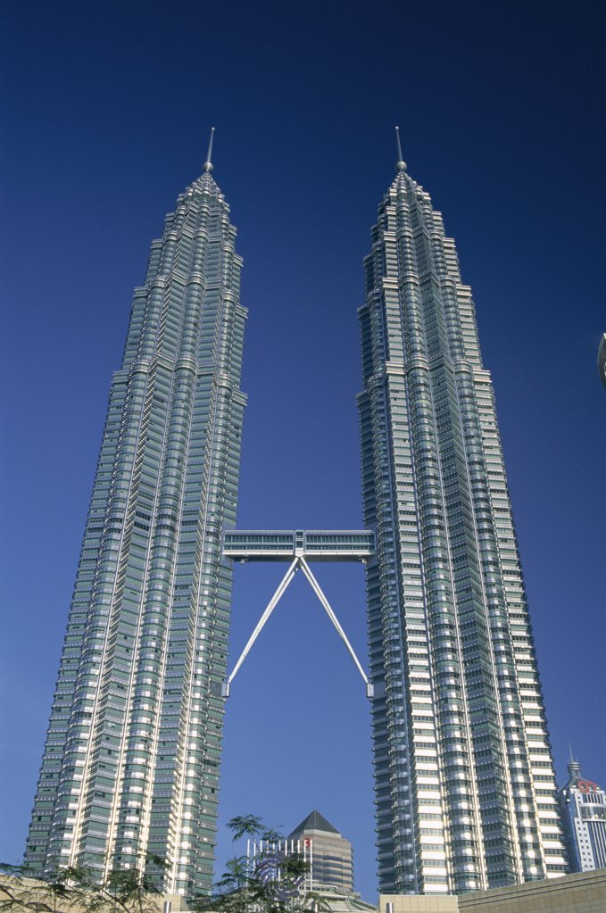 Stock Photo: 442-6857 Low angle view of towers, Petronas Towers, Kuala Lumpur, Malaysia
