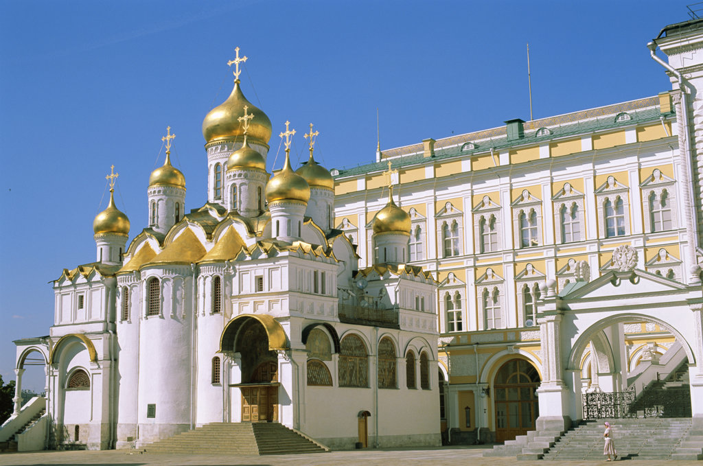 Stock Photo: 442-7554 Low angle view of the Annunciation Cathedral, Kremlin, Moscow, Russia