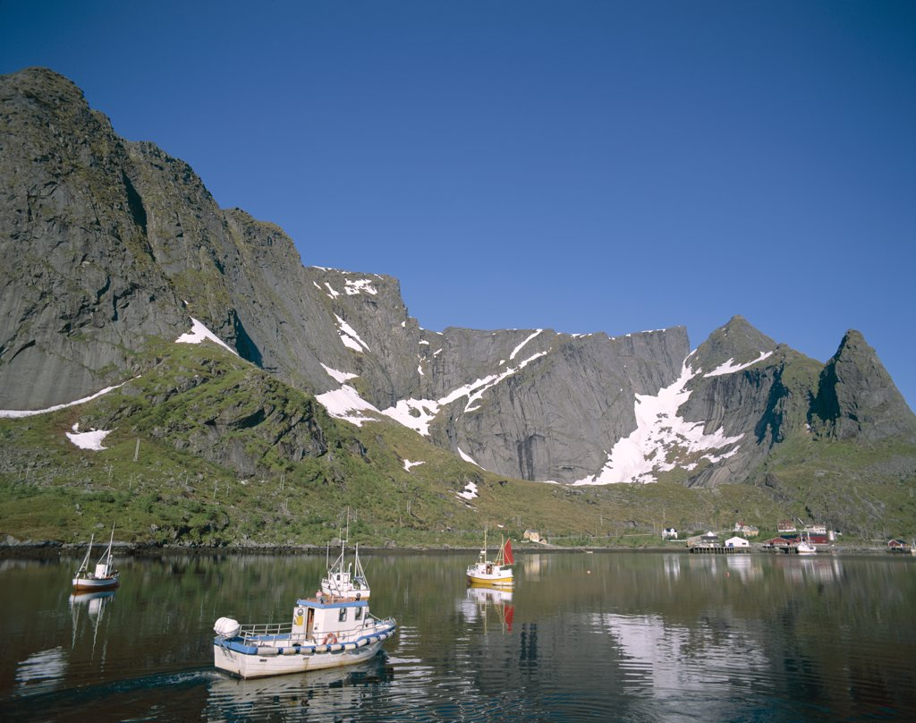 Stock Photo: 442-7638 Mountains and Sea, Reine, Lofoten Islands, Norway