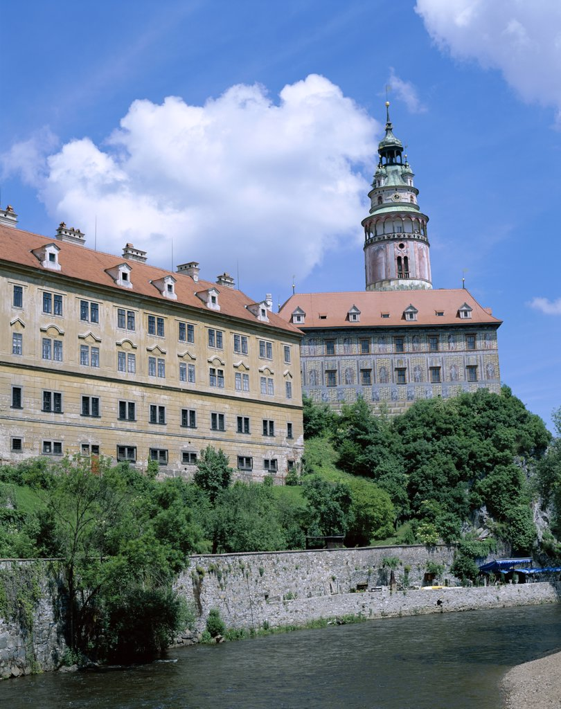 Low angle view of the Castle and Vltava River, Cesky Krumlov, South Bohemia, Czech Republic : Stock Photo