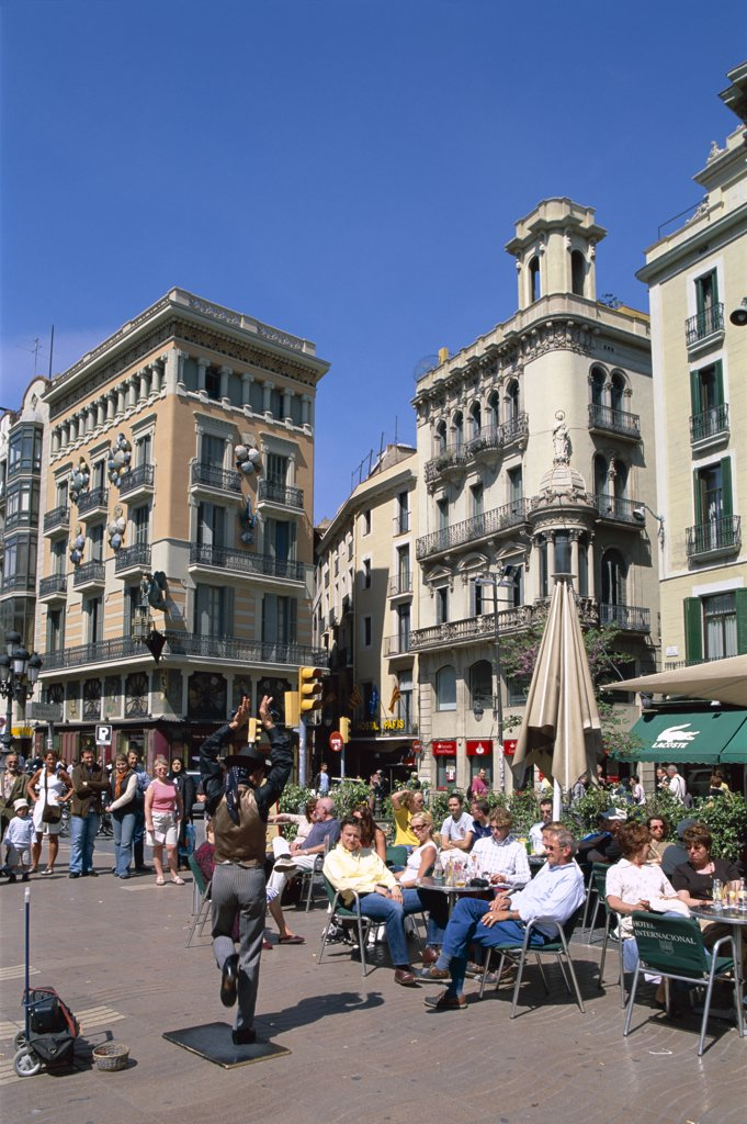 Stock Photo: 442-8536 Outdoor Cafes and Street Performer, Las Ramblas, Barcelona, Catalonia, Spain