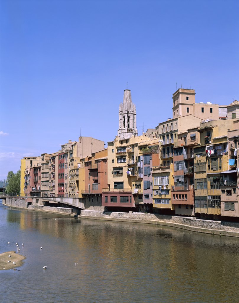 Painted Houses and Riu Onyar River, Town View, Girona, Catalonia, Spain : Stock Photo