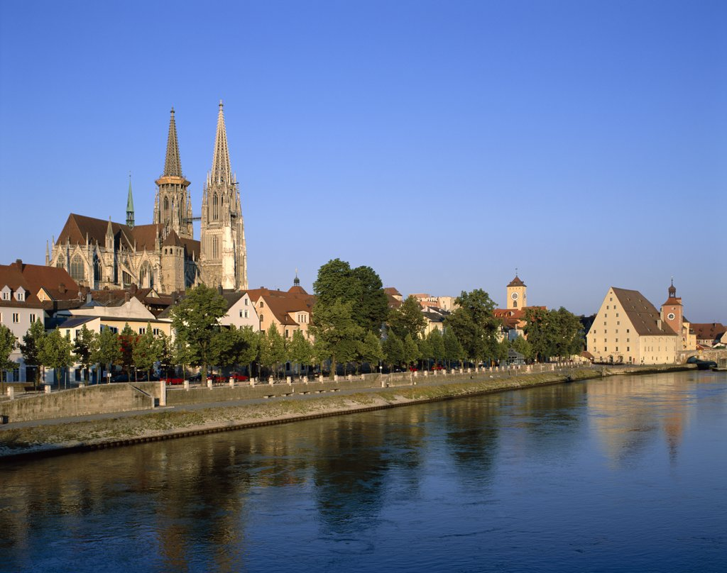 St. Peter's Cathedral and Danube River, Old Town Skyline, Regensburg, Lower Bavaria, Bavaria, Germany  : Stock Photo