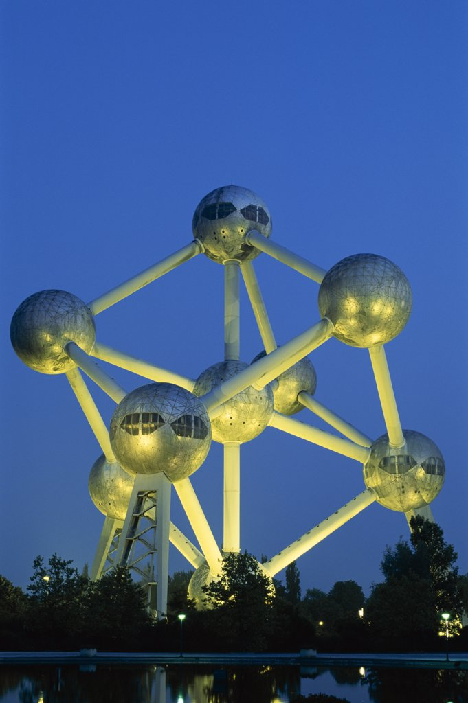 Stock Photo: 442-8830 Monument lit up at dusk, Atomium, Brussels, Belgium