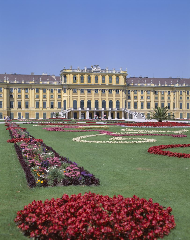 Stock Photo: 442-8946 Facade of a palace, Schonbrunn Palace, Vienna, Austria