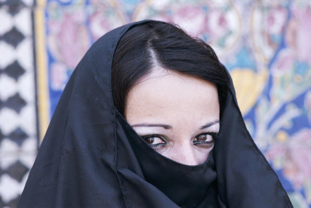 Stock Photo: 442-9071 Portrait of a young Muslim woman wearing a headdress, Iraq