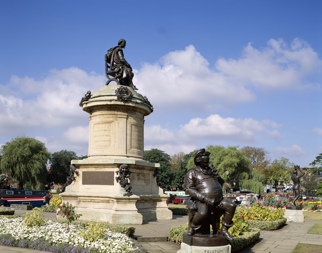 Stock Photo: 442-9355 Low angle view of William Shakespeare Statue, Stratford-Upon-Avon, Warwickshire, England