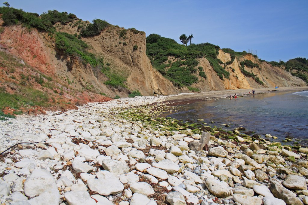 Chalk rocks on beach, with eroded sand and clay sea cliffs, Whitecliff Bay, Isle of Wight, England, june : Stock Photo