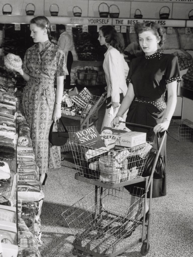 Stock Photo: 443-289 Three young women in a grocery store